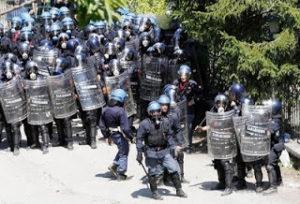 polizia manif no tav