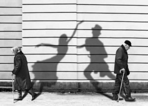 black-and-white-couple-old-shadows-spirit-favim-com-103605