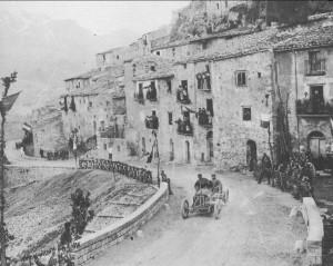 1907_F.Nazzaro_attraversa_Petralia_e_vince_su_Fiat