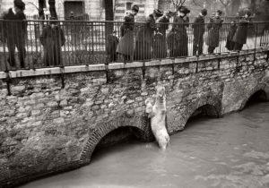 paris-underwater-great-flood-1910-02