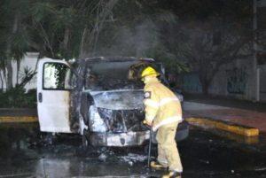 quema-frente-a-las-instalaciones-del-INM-544x364